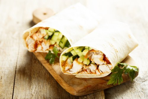Chicken wraps with cucumber and tomato