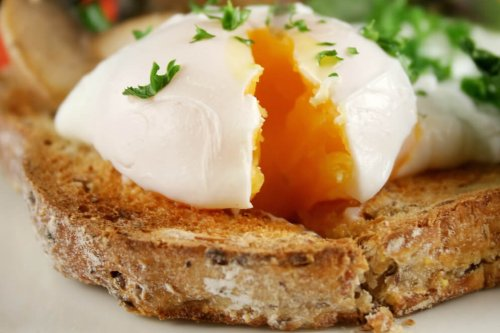 Poached egg with blanched spinach and shallots