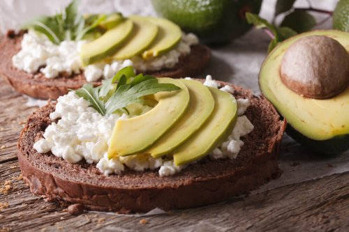 Rye bread with cottage cheese and avocado